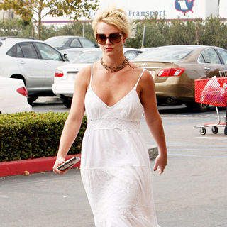Britney Spears - Britney Spears Leaving Target After Enjoying A Day of Shopping