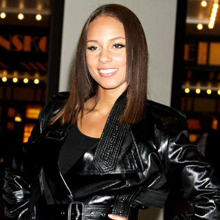 Alicia Keys in Alicia Keys Outside MTV Studios for An Appearance on 'It's On with Alexa Chung'