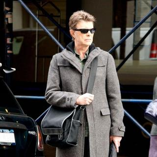 David Bowie in David Bowie Walking in Soho While Carrying A Black Messenger Bag