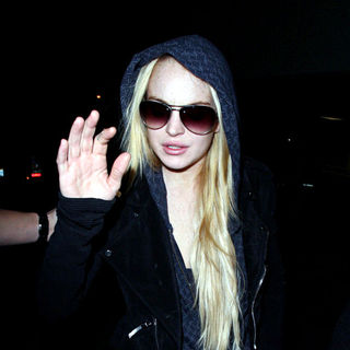 Lindsay Lohan - Lindsay Lohan arriving at LAX airport after taking a flight from New York