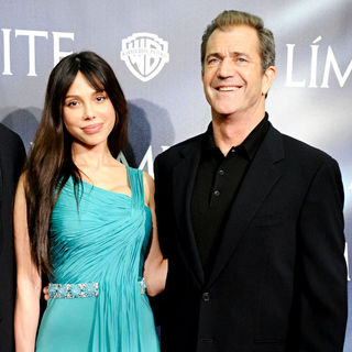 Oksana Grigorieva, Mel Gibson in The Premiere of The 'Edge of Darkness'
