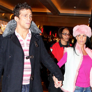 Alex Reid and Katie Price, aka Jordan holding hands while shopping together - wenn5424502