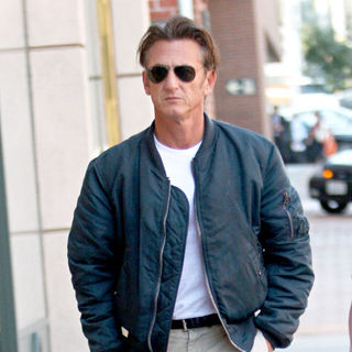 Sean Penn - Sean Penn Arriving at A Medical Centre in Beverly Hills with His Assistant