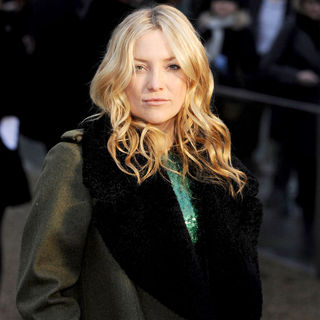 Kate Hudson in London Fashion Week Autumn/Winter 2010 - Burberry Prorsum - Arrivals