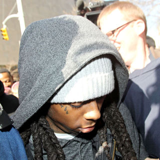 Lil Wayne - Lil Wayne arrives at Manhattan Criminal Court to begin his sentence for weapons possession charges