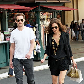 Joseph Cross, Anna Friel in Joseph Cross and Anna Friel shopping together