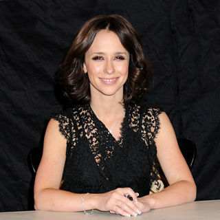 Jennifer Love Hewitt - Jennifer Love Hewitt Signs Copies of Her New Book 'The Day I Shot Cupid'