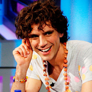 Mika in Mika Makes An Appearance and Performs on The Spanish TV Show