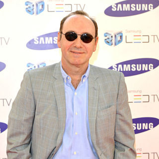 Kevin Spacey in Samsung 3D Television - Party