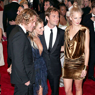 Sienna Miller, Jude Law, Samantha Miller in The Costume Institute Gala Benefit