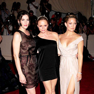 Liv Tyler, Stella McCartney, Kate Hudson in The Costume Institute Gala Benefit