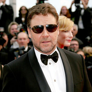 Russell Crowe in 2010 Cannes International Film Festival - Day 1 - 'Robin Hood' Premiere - Red Carpet Arrivals