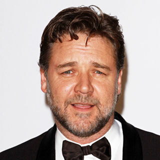 Russell Crowe in 2010 Cannes International Film Festival - Day 9 - amfAR's Cinema Against AIDS Gala - Arrivals