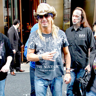 Bret Michaels - Bret Michaels leaving his hotel to appear on 'Today'