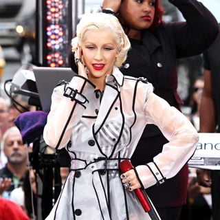Christina Aguilera in Christina Aguilera Performing Live on The 'CBS Early Show'
