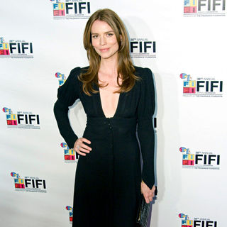 Saffron Burrows in 2010 Fifi Awards - Arrivals