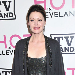 Jane Leeves in The 'Hot in Cleveland' Premiere