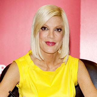 Tori Spelling in Tori Spelling Signs Copies of Her New Book 'uncharted terriTORI'