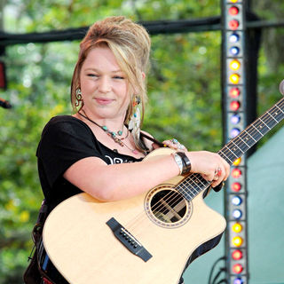 Crystal Bowersox in 2010 American Idols Live! Tour Performs on 'Good Morning America's Summer Concert' Series
