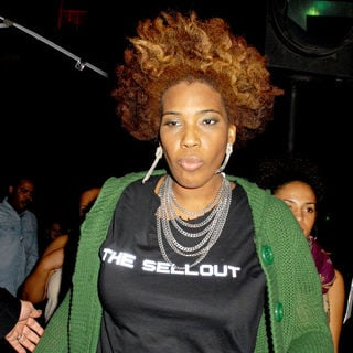 Macy Gray Arriving at Aura Nightclub Wearing A T-Shirt with The Name of Her Album 'The Sellout'