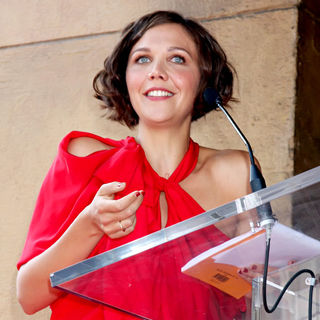 Maggie Gyllenhaal in Emma Thompson Is Honoured with The 2,416th Star on The Hollywood Walk of Fame