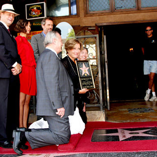 Maggie Gyllenhaal, Emma Thompson, Hugh Laurie, Tom LaBonge in Emma Thompson Is Honoured with The 2,416th Star on The Hollywood Walk of Fame