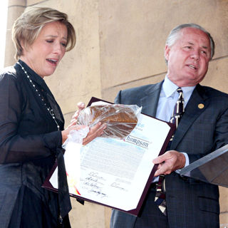 Emma Thompson, Tom LaBonge in Emma Thompson Is Honoured with The 2,416th Star on The Hollywood Walk of Fame