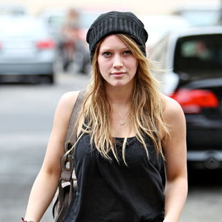 Hilary Duff in Hilary Duff Stops at Starbucks After Visiting Her Personal Trainer's