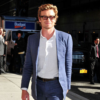 Simon Baker in Simon Baker Outside The Ed Sullivan Theater for 'The Late Show with David Letterman'