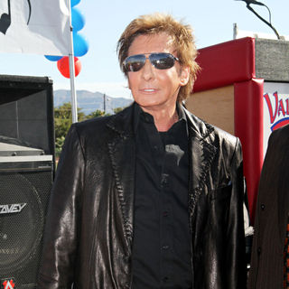Barry Manilow in Manilow Music Project Donation Ceremony