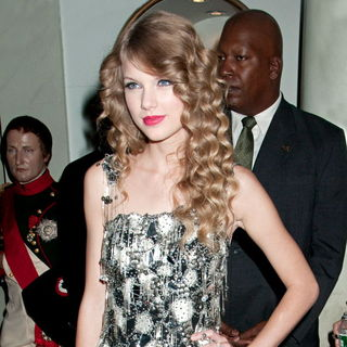 Taylor Swift - Taylor Swift Unveils Her Wax Figure at Madame Tussauds
