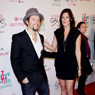 Jason Mraz, Tristan Prettyman in Vh1 Save The Music Foundation Gala