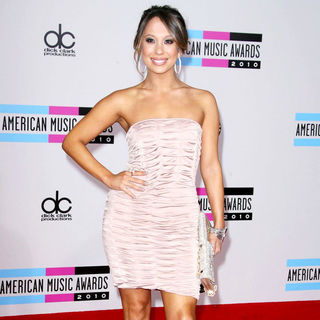 Cheryl Burke in 2010 American Music Awards - Arrivals
