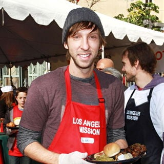 Joel Moore in Celebrities Volunteer on Christmas Eve to Serve The Homeless