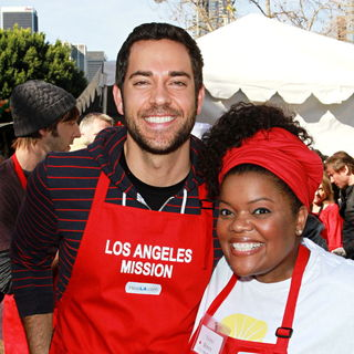 Zachary Levi, Yvette Nicole Brown in Celebrities Volunteer on Christmas Eve to Serve The Homeless