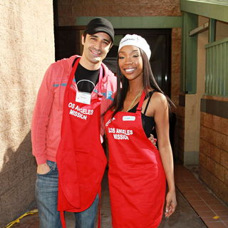 Gilles Marini, Brandy in Celebrities Volunteer on Christmas Eve to Serve The Homeless
