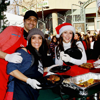 Gilles Marini, Carole Marini, Jennifer Love Hewitt, Alex Beh in Celebrities Volunteer on Christmas Eve to Serve The Homeless