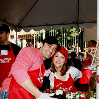 Gilles Marini, Alyssa Milano in Celebrities Volunteer on Christmas Eve to Serve The Homeless