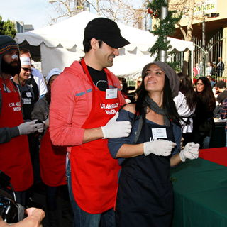 Gilles Marini, Carole Marini in Celebrities Volunteer on Christmas Eve to Serve The Homeless