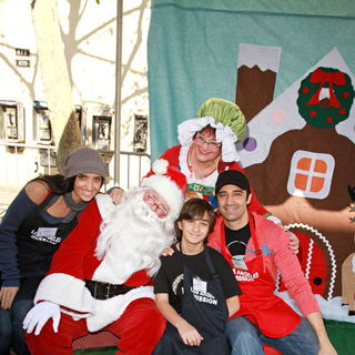 Carole Marini, George Marini, Gilles Marini in Celebrities Volunteer on Christmas Eve to Serve The Homeless