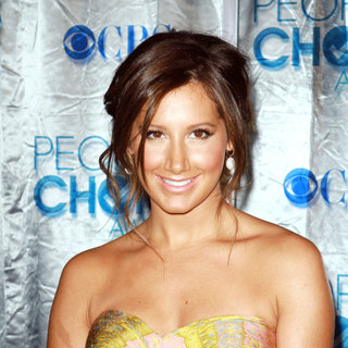 Ashley Tisdale in 2011 People's Choice Awards - Arrivals
