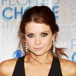 Joanna Garcia in 2011 People's Choice Awards - Arrivals
