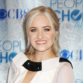 Amanda Michalka in 2011 People's Choice Awards - Arrivals