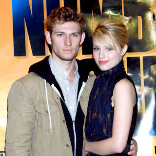 Alex Pettyfer, Dianna Agron in 'I Am Number Four' in-Store Signing