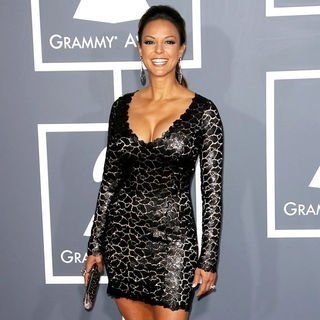 Eva La Rue in The 53rd Annual GRAMMY Awards - Red Carpet Arrivals