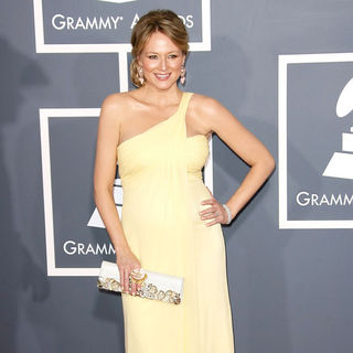 Jewel Kilcher in The 53rd Annual GRAMMY Awards - Red Carpet Arrivals