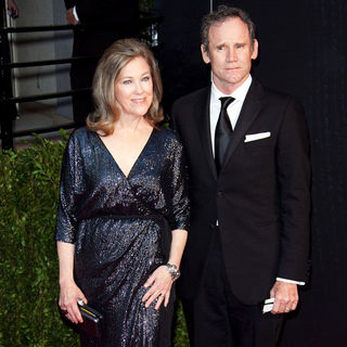 Catherine O'Hara, Bo Welch in 2011 Vanity Fair Oscar Party - Arrivals