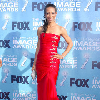 Shaun Robinson in 42nd NAACP Image Awards - Arrivals