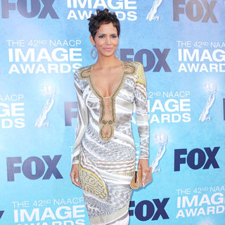 Halle Berry in 42nd NAACP Image Awards - Arrivals