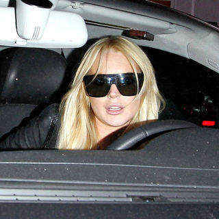 Lindsay Lohan in Lindsay Lohan and Ali Lohan Leaving Byron & Tracey Salon in Beverly Hills After Getting Their Hair